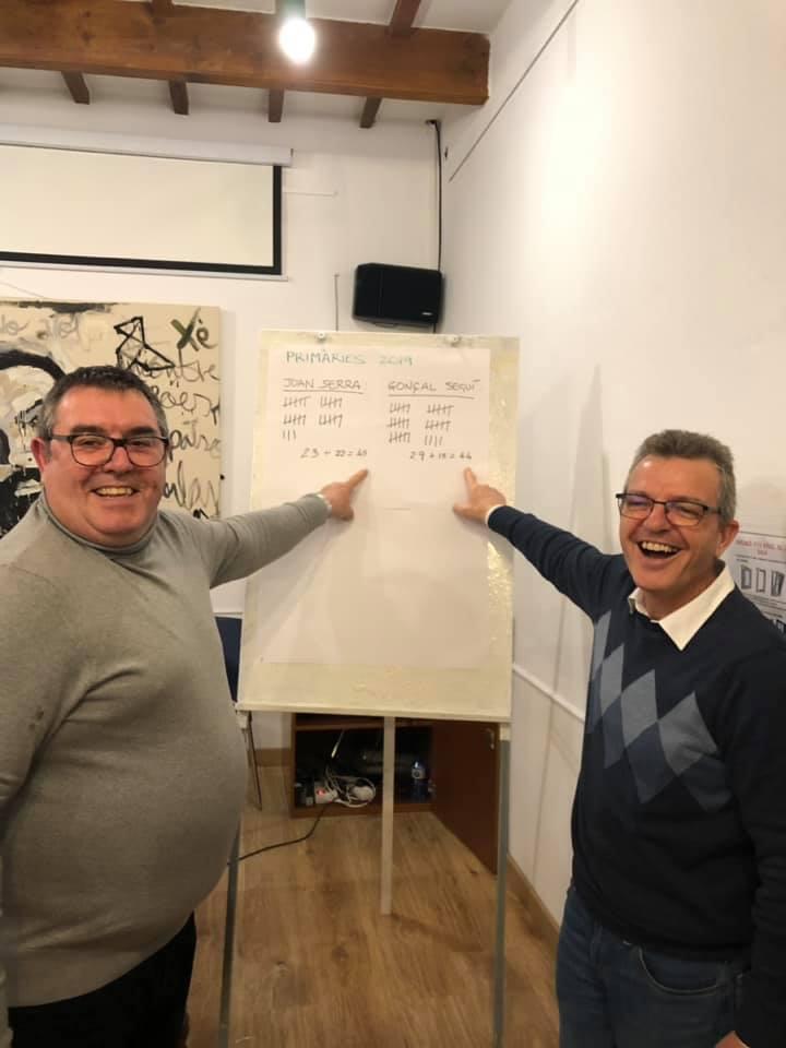 Joan Serra y Gonçal Seguí muestran el resultado de las primarias