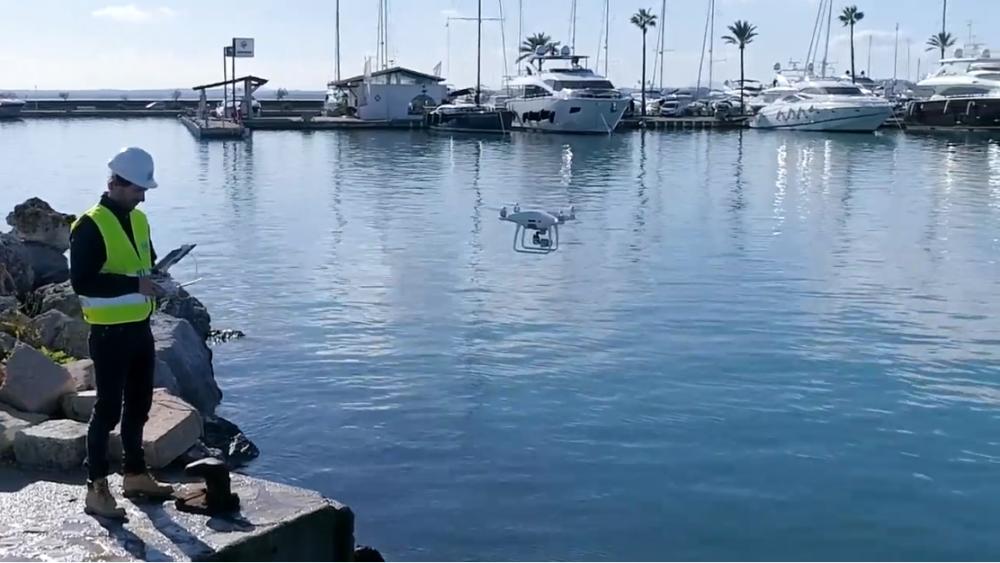 La prueba piloto se desarrolla en el puerto de Alcúdia (Fotos: Ports de Balears)