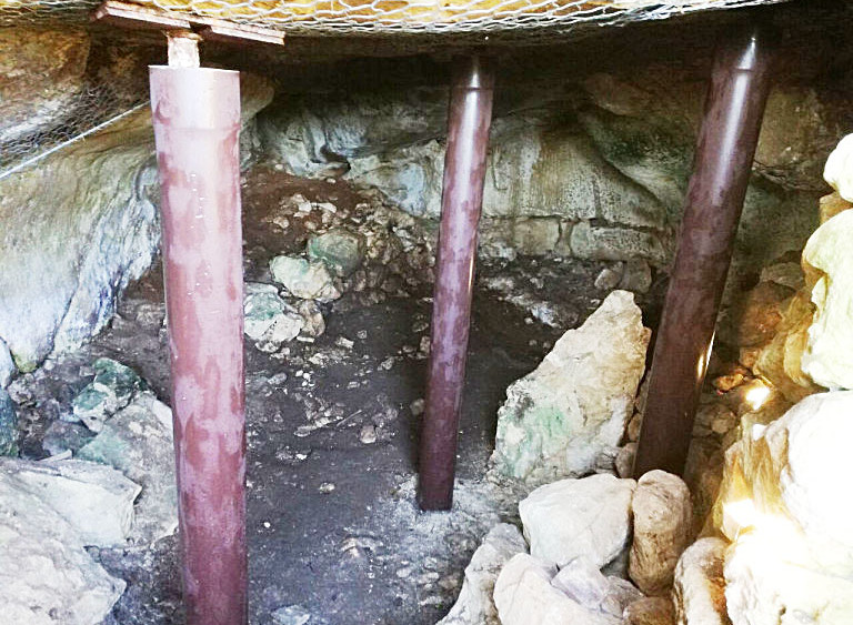 Actuaciones en la cueva.