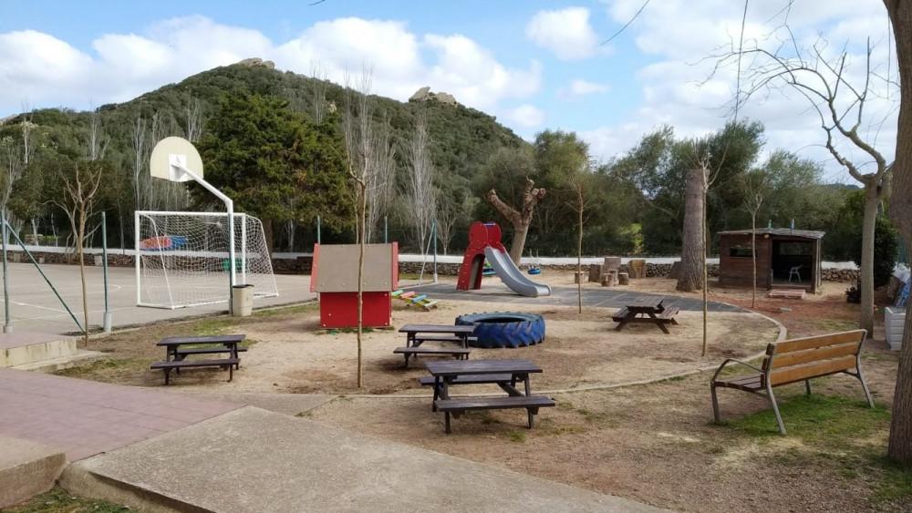 Se ha adecuado el patio de la escuela después de los desperfectos provocados por el tornado del pasado mes de octubre