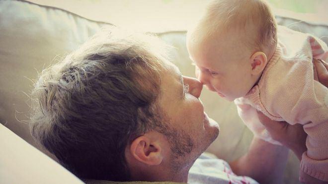 Padre con su hijo.