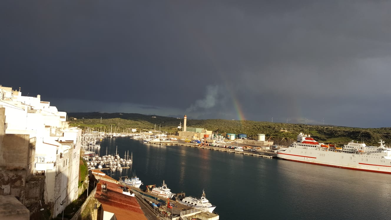 Un arco iris de Juan Valdelvira.