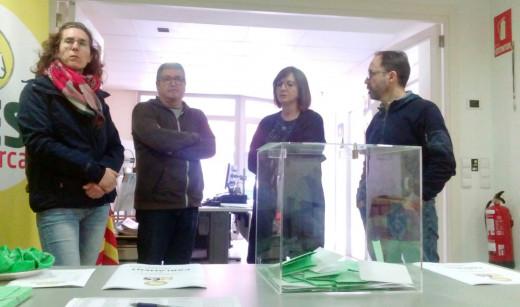 Los candidatos nº 1 al Consell, Maite Salord, y al Parlament, Josep Castell, siguieron la jornada de votaciones