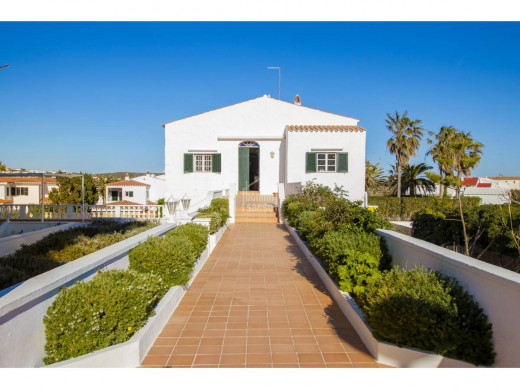 (Vídeo y fotos) Sale a la venta por 1'6 millones la finca de Santa Ana en Es Castell
