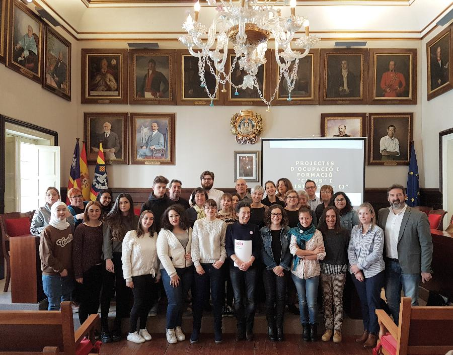 Imagen del acto de recepción de los alumnos esta mañana en el Ayuntamiento de Maó