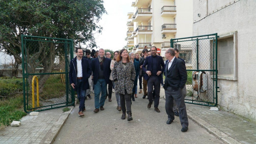 La presidenta del Govern, Francina Armengol, y el resto de autoridades han visitado esta mañana el Hospital Verge del Toro