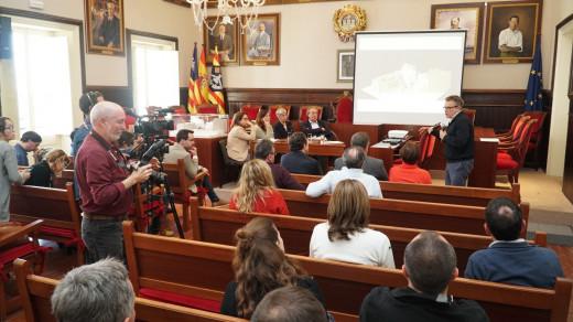 Imagen de la firma del convenio para poner en marcha el nuevo Conservatorio de Menorca