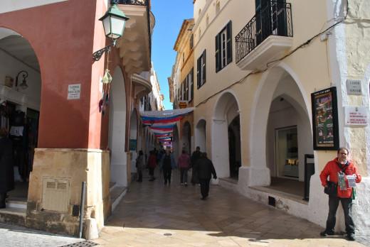 Calle comercial del centro de Ciutadella