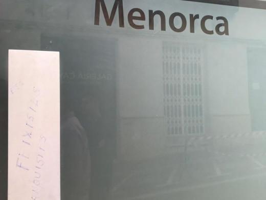 (Fotos) El PP Menorca denuncia pintadas y escupitajos en su sede