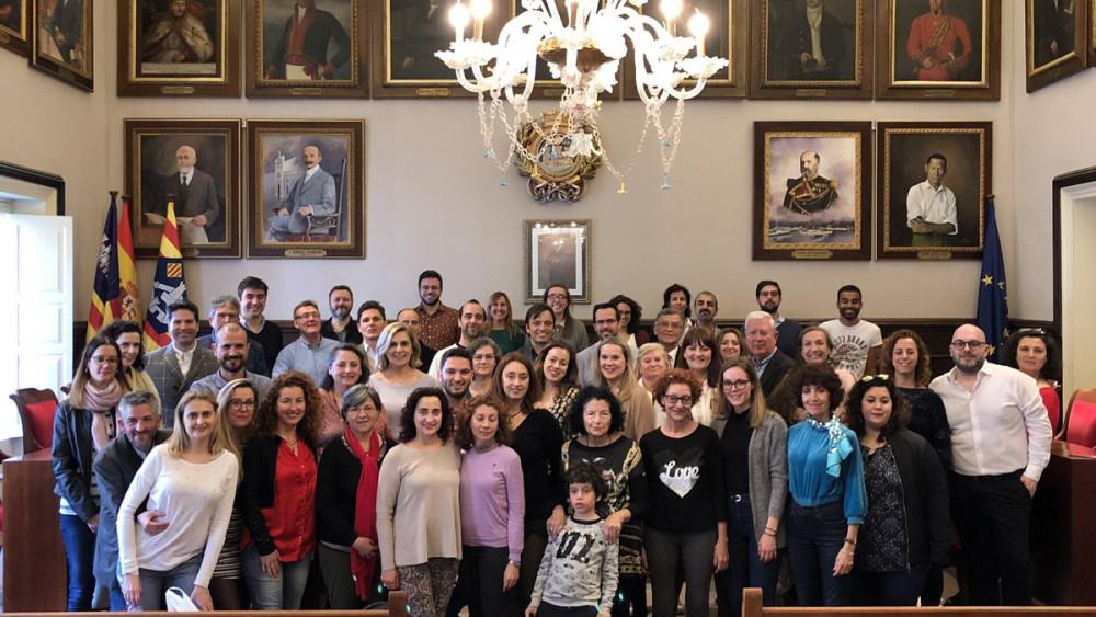 Foto de familia en el consistorio.