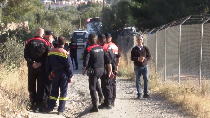 El operativo policial en los terrenos donde estaban los cuerpos de los niños