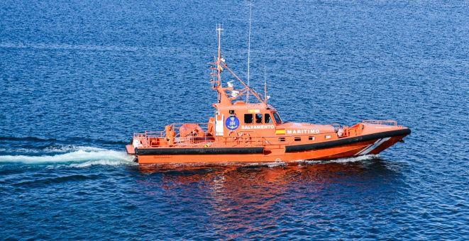 Los servicios de emergencia recorren la ruta marítima del barco
