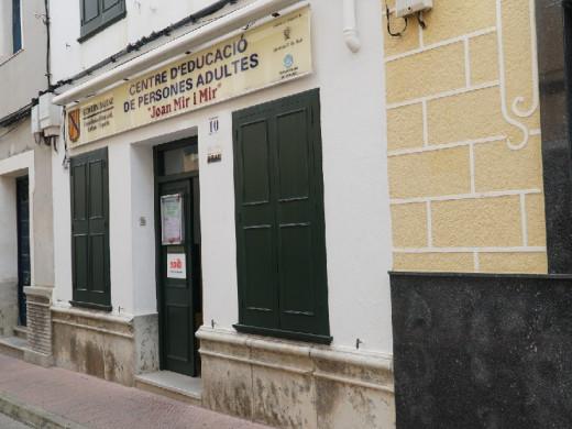 (Fotos) Presentan el proyecto de reforma del Cuartel de Santiago donde estará la nueva Escuela de Adultos de Maó