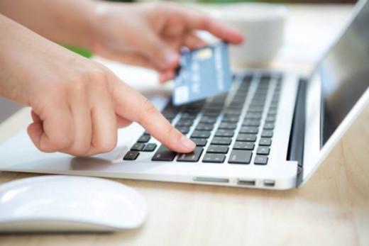 La venta on line es una de las causas del cierre de los comercios tradicionales
