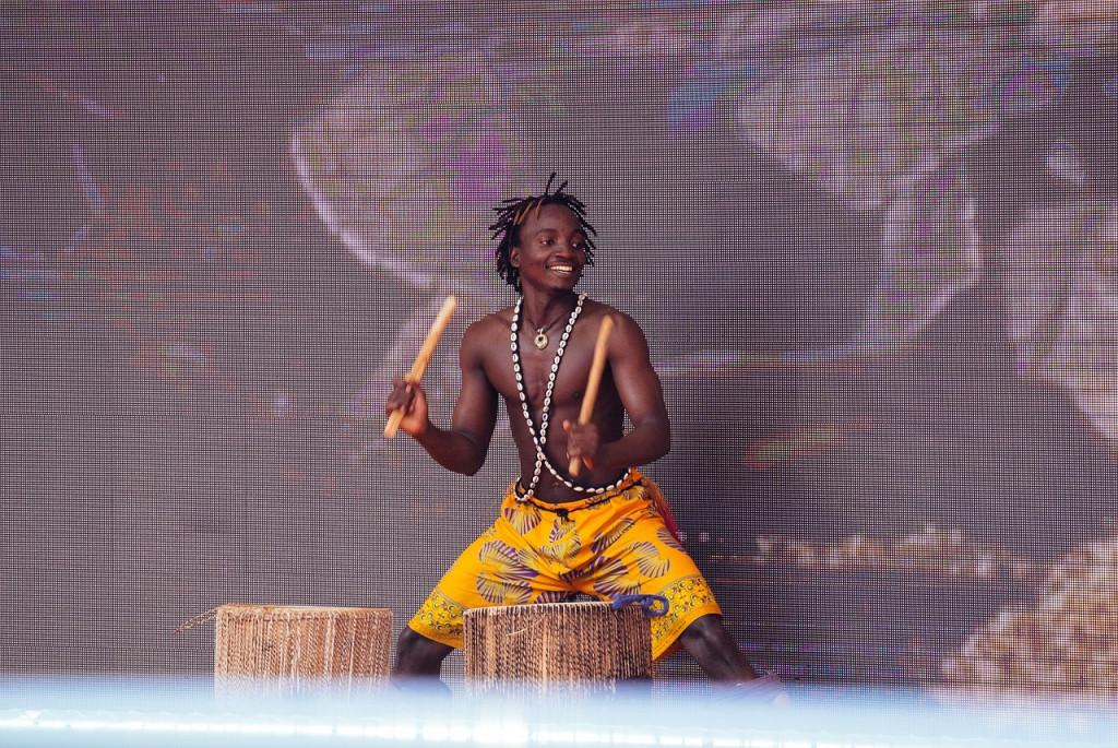 Voces y tambores para un concierto que trasladará al público a África