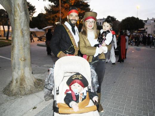 (Galería de fotos y vídeos) Menorca sale de Carnaval
