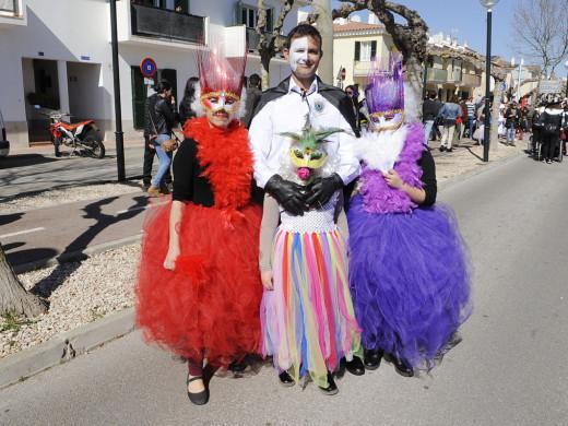 (Galería de fotos) Luz, color y disfraces en Sant Lluís
