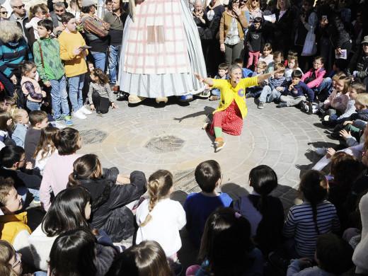 """(Fotos y vídeo) Una multitud acompaña a """"s'Àvia Corema"""""""