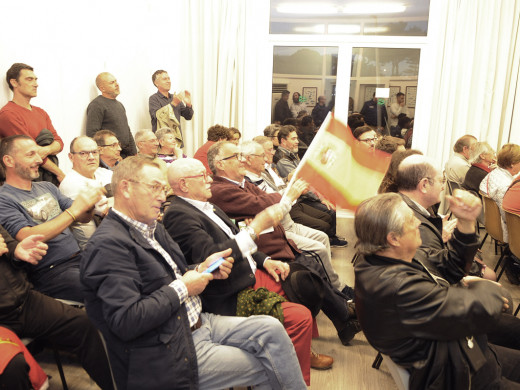 (Fotos) Tensión ante el Nàutic de Ciutadella por el míting de VOX