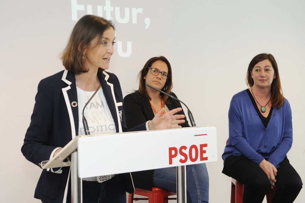 Imagen de archivo de la ministra Maroto con las presidentas del Consell, Susana Mora, y del Govern, Francina Armengol