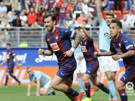 (Galería de fotos) Un gol de Sergi Enrich otorga el triunfo al Eibar
