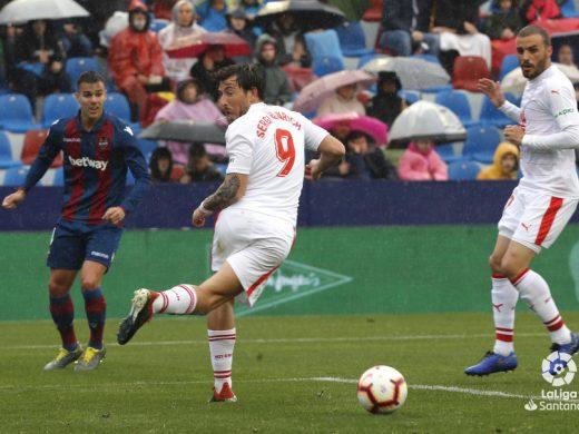 (Fotos) Gran gol de Sergi Enrich y punto del Eibar en Valencia