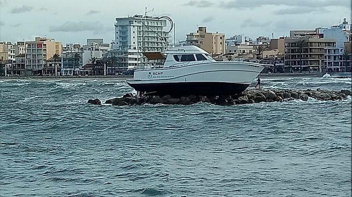 Imagen de la embarcación embarrancada (Foto: mallorcadiario.com)
