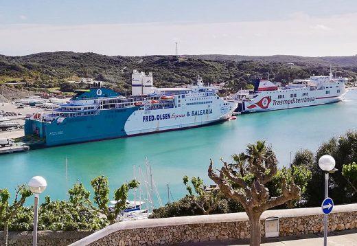 Una estampa poco habitual en el puerto de Maó