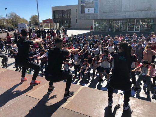 (Fotos y vídeo) Centenares de estudiantes de Maó celebran el Día Mundial de la Actividad Física