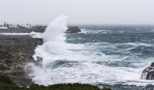 El fuerte viento del sudoeste cierra el dique de Son Blanc
