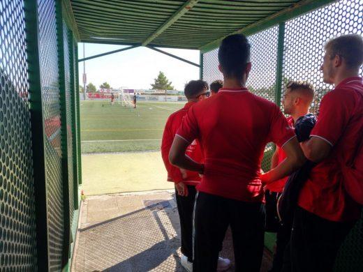 Los jugadores del Mercadal, en el partido suspendido en Santa Eulàlia.