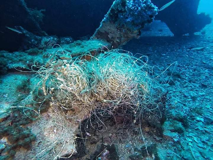 Plásticos encontrados en el pecio Malakoff de Menorca