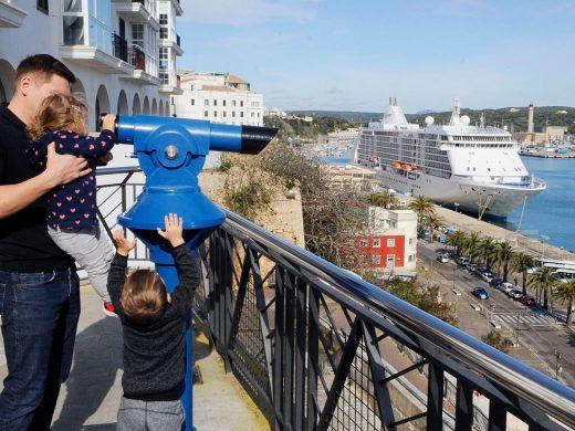 (Fotos) Llega al puerto de Maó el primer crucero de la temporada