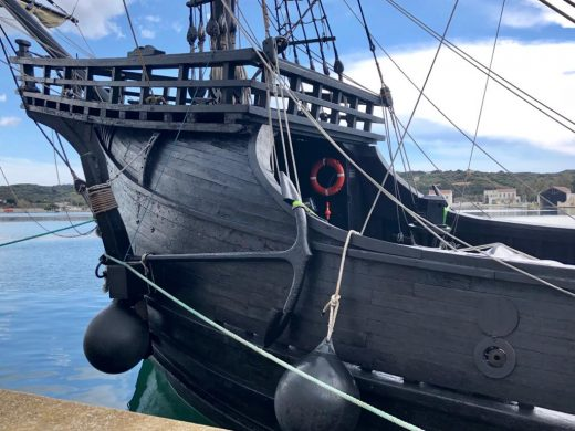 """(Fotos) La espectacular """"Nao Victoria"""" impacta en el puerto de Maó"""