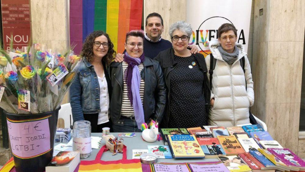 Miembros de la entidad, en el stand en Maó (Fotos: Diverxia)