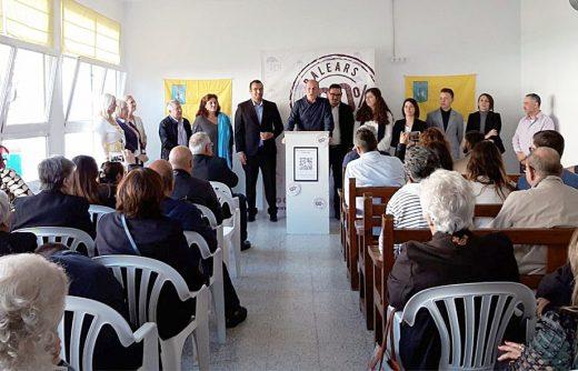 Imagen de la reunión de ayer de El Pi en Es Castell.