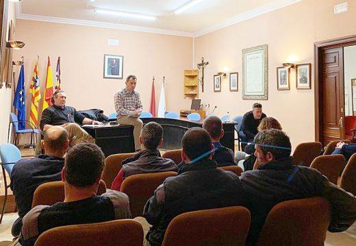 Imagen de la asamblea de CCOO en el Ayuntamiento de Es Mercadal