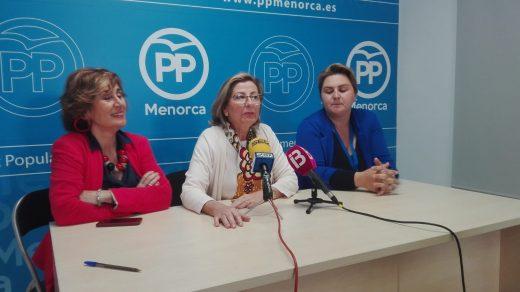 Coia Sugrañes y las candidatas Aurora Herráiz y Ana Lía Noval