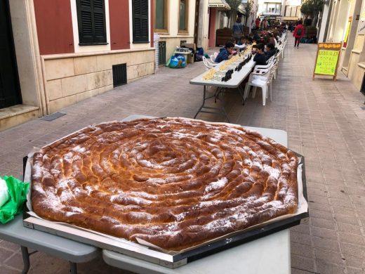 (Vídeo y fotos) Los escolares sacan el ajedrez a las calles de Maó
