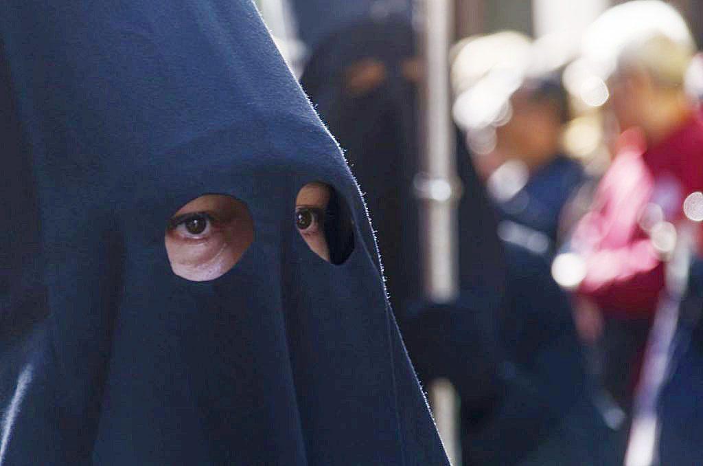 Los cofrades salen hoy a la calle a celebrar el Viernes Santo
