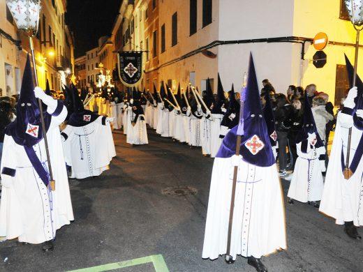 (Galería de fotos) Menorca sufre la muerte de Cristo