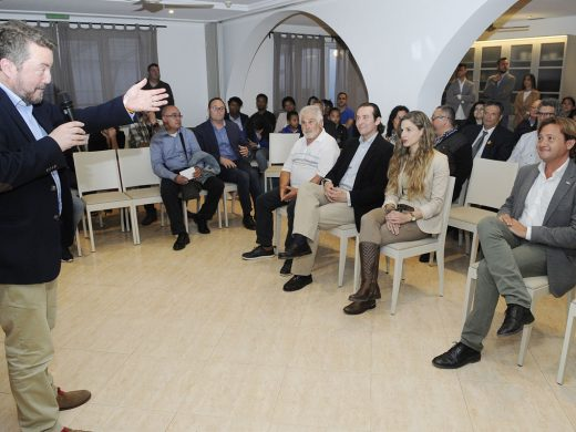 VOX reúne a un centenar de personas en su acto central en Menorca