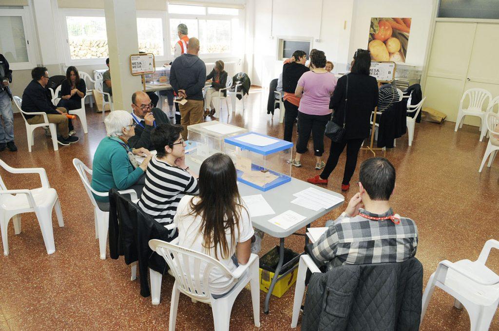Ha habido colas de votantes en varios colegios electorales de Menorca
