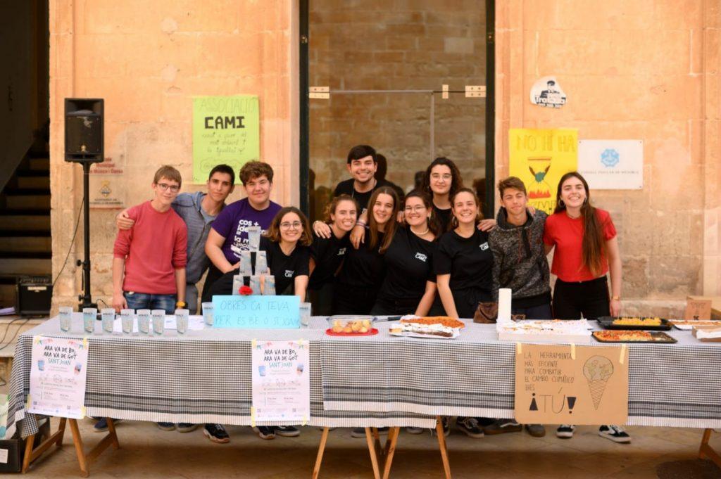 Los estudiantes animaron a la ciudadanía a reutilizar
