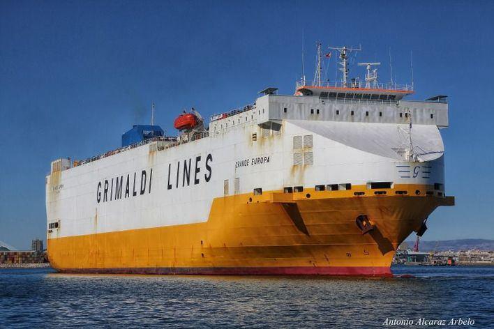 Imagen del buque incendiado (Foto: Mallorcadiario)