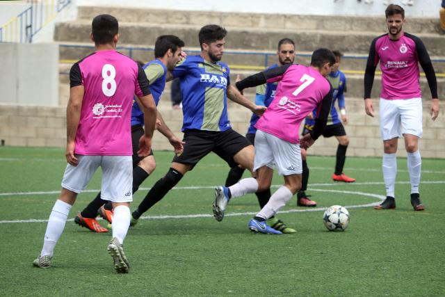 Acción del partido entre la Unió y el Son Verí (Foto: deportesmenorca.com)