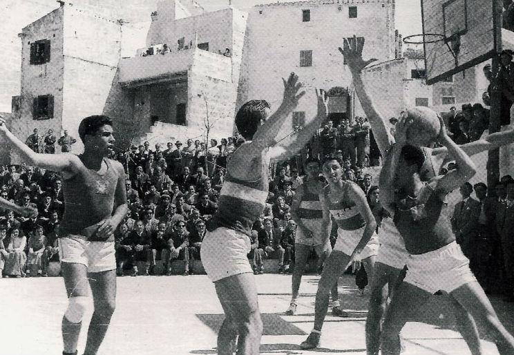 Partido entre el Alcázar y el Maestranza de 1954 (Foto: CD Alcázar)