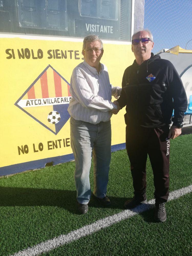 Vidal, junto al presidente Joan Quevedo (Foto: Atlético Villacarlos)