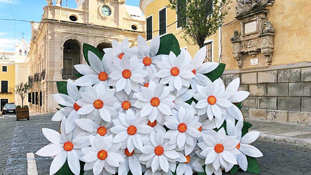 Flores en la plaça Constitució (Fotos: Tolo Mercadal)