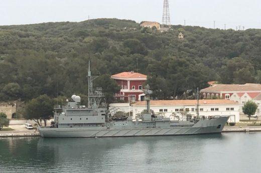 Imagen del buque en el puerto de Maó (Foto: Tolo Mercadal)